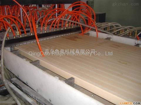 青岛鲁奥专业木塑门板设备