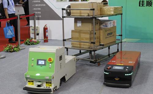 快倉正式發布第二代智能料箱搬運機器人