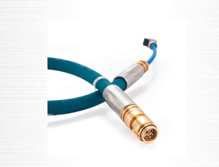 技术参数 抗拉强度: > 2600N 弯曲半径: > R35mm 防护等级: IP67 最大工作电压: 36.0VDC 最大工作电流: 3.0A 连接器直流电阻:≤12.8Q/km 连接器分布电容:≤0.06 u FAkm 连接器分布电感:≤0 8mHkm 钢丝编织橡胶护套连接器主要用于煤矿井下控制器与防爆电源之间的连接。在连接器的中部有一个DN10的连接头可便于安装连接器的赫斯曼插接头,可适用于EEP系统。